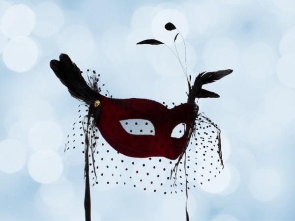 Masque de bal rouge voilé