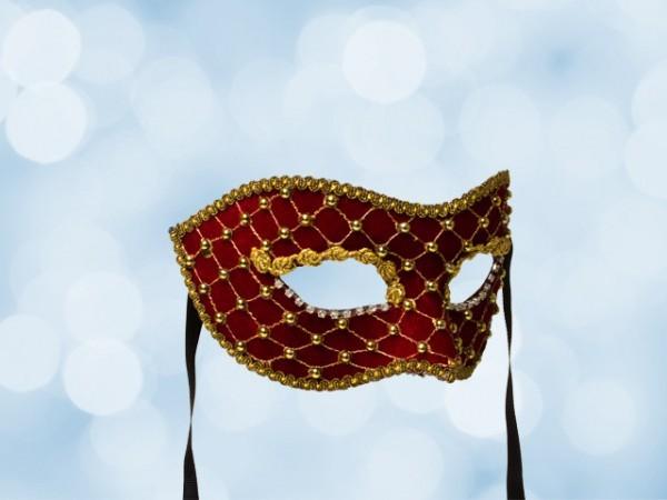 Masque de gala en velours rouge