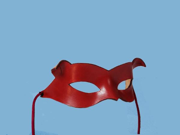 Masque de Catwoman en cuir rouge